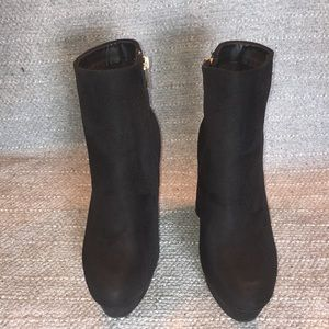 Bamboo Black Faux Suede Heeled Booties Sz 7